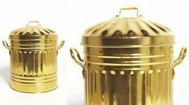 Cubo de basura de oro