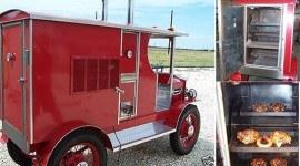Camioneta Ford con grill de lujo