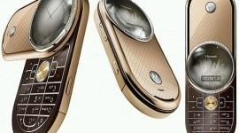 Celular Motorola con oro y diamantes