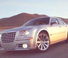 Chrysler con diamantes en las ruedas