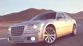 Chrysler con diamantes en las ruedas