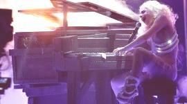 Lady Gaga subasta su piano