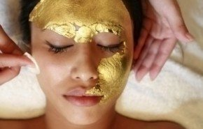 Tratamiento facial con mascara de oro
