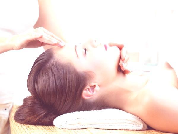 masaje-de-oro-como-tratamiento-facial-limpieza