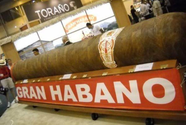 """Gran Habano número 5, """"El Gigante"""""""