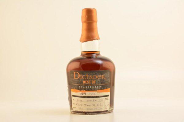 Botella de ron Dictador